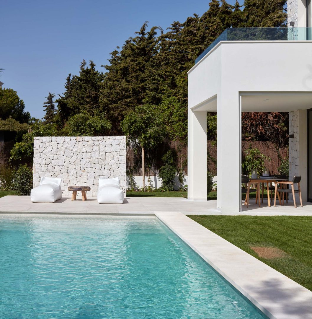interiorismo villa marbella Guadalmina piscina