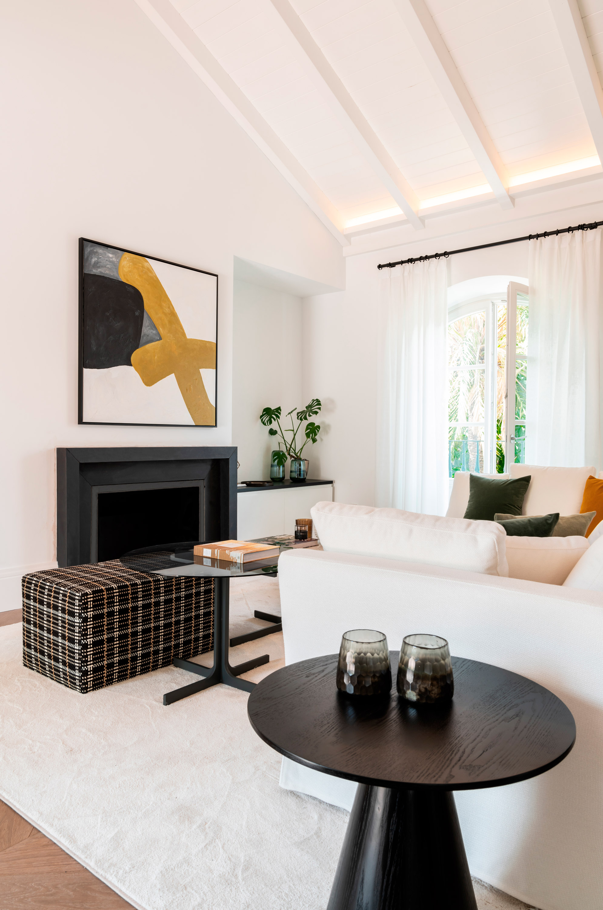 interior design marbella apartment living area details