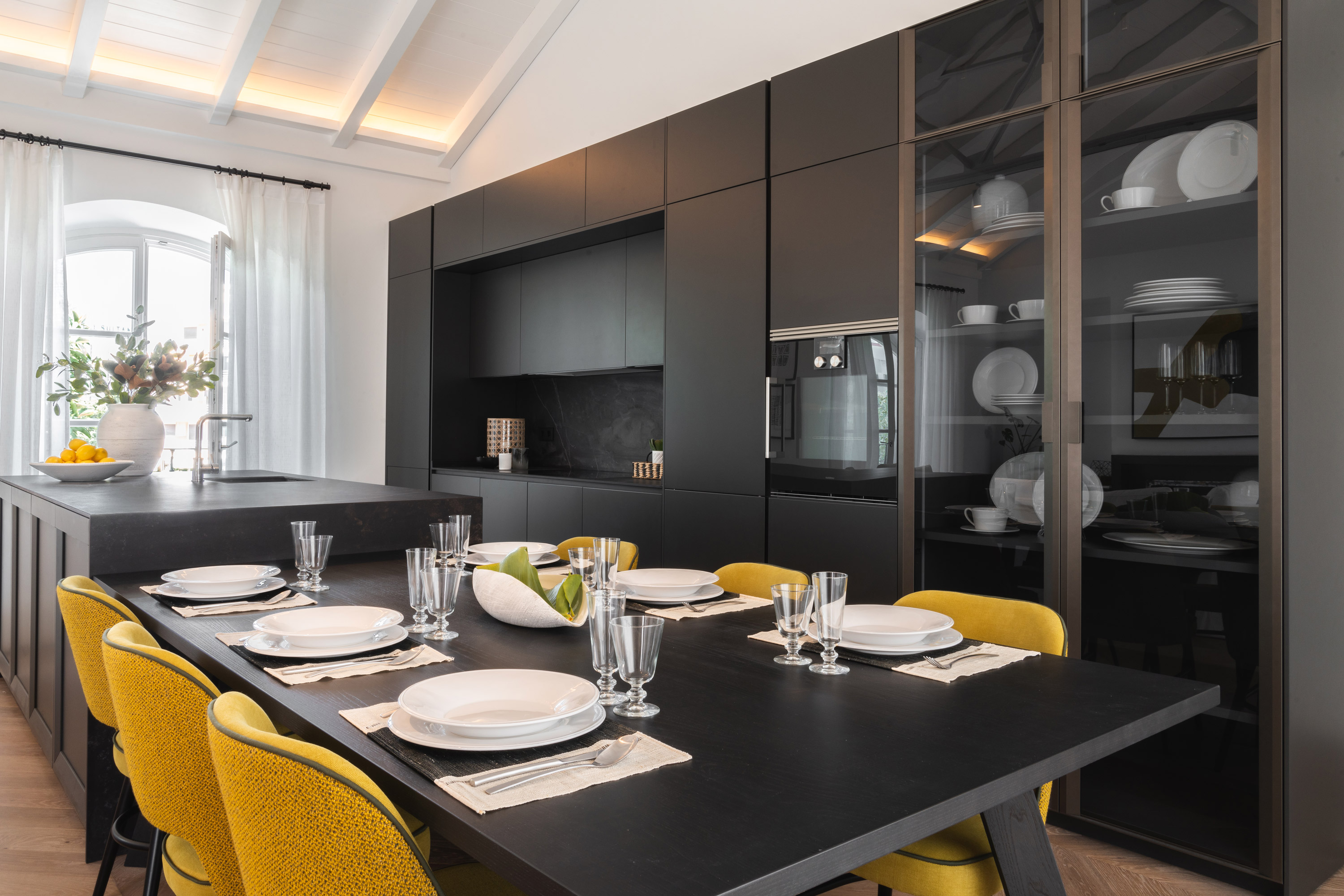 interior design marbella apartment dining room