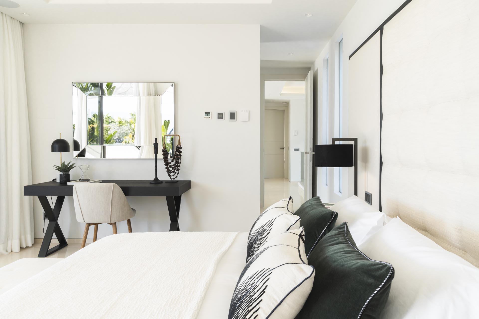 interiorista marbella villa dormitorio vista