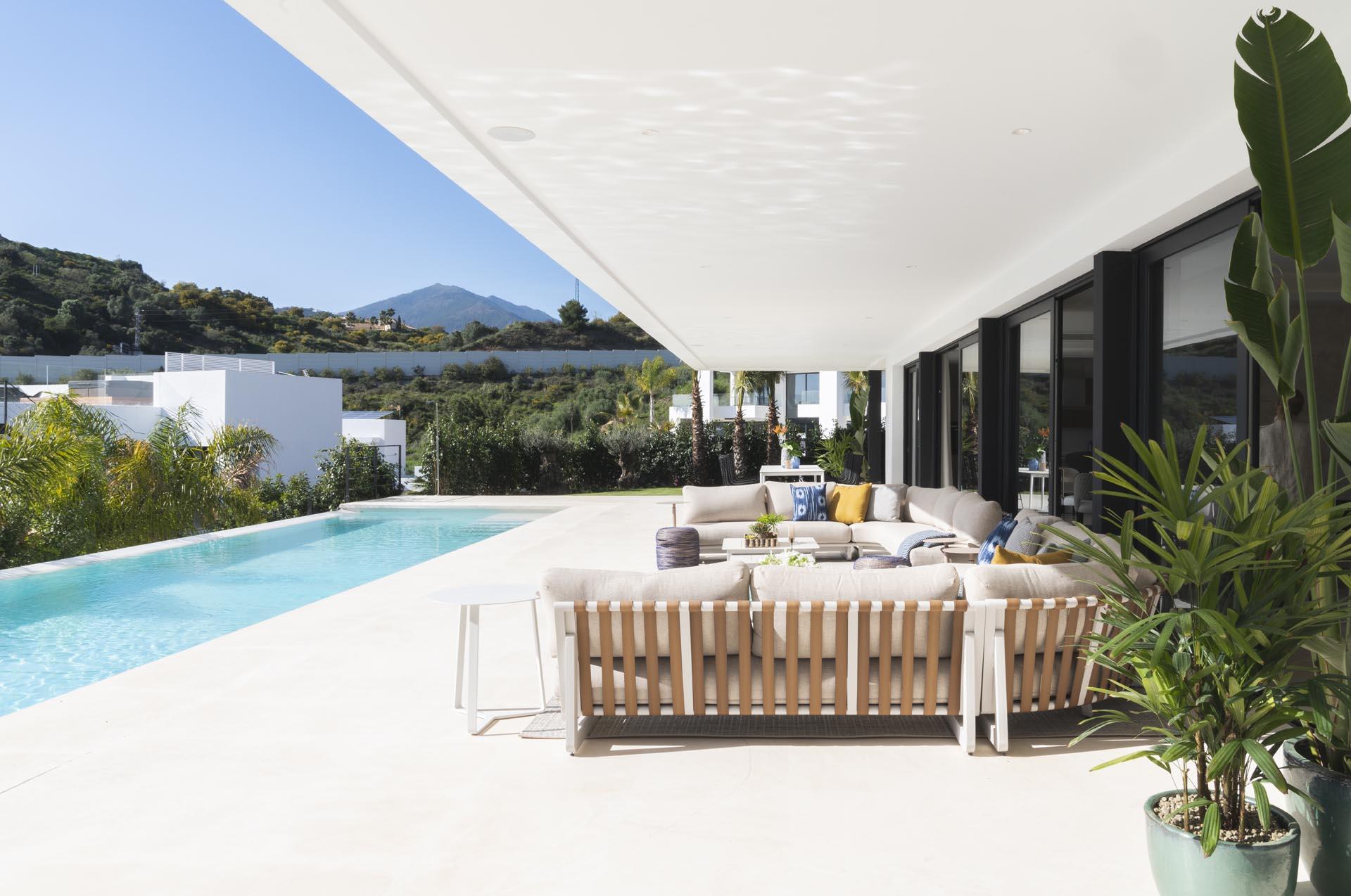 interiorista marbella terraza detalles